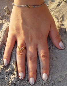 marina-makeup-loves-me-calgel-nails