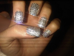 katy-perry-bling-crystal-nails