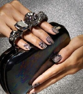 lace-nails-elle-barielle