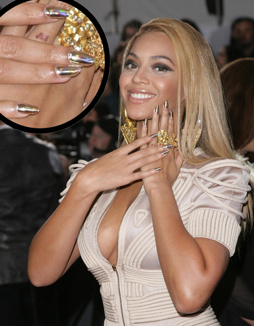Beyonce Knowles Grammy Awards Gold Hologram Minx nails Best Holo Ever   Nfu Oh 61 Can Take On Minx Hologram Nails