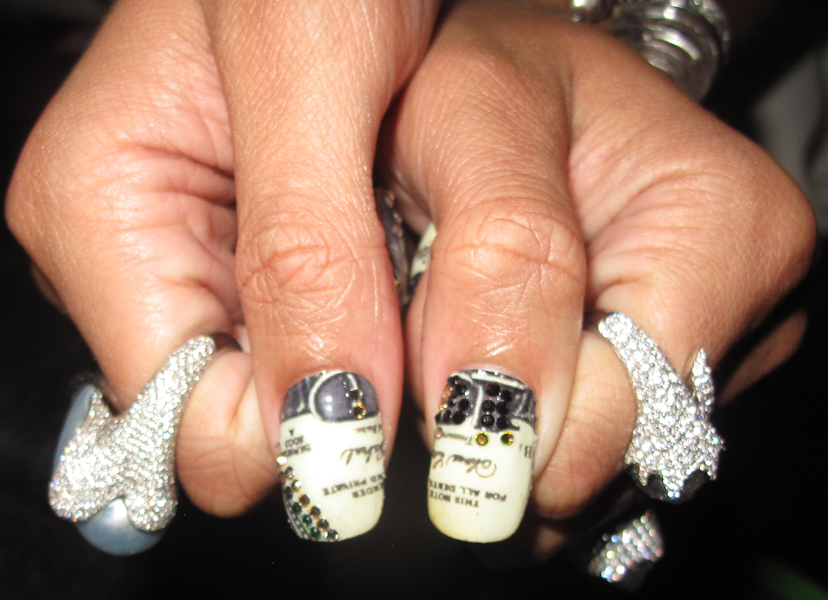 Rihanna-Grammys-Money-Minx-Nails-Kimmie-Kyees-Thumbs Close Up