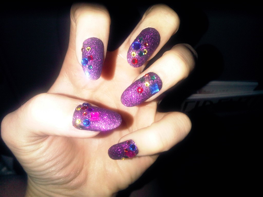 katy perry holographic bejeweled nails kimmie kyees milani 1024x768 Katy Perrys Bejeweled Holo Madness at the Kids Choice Awards