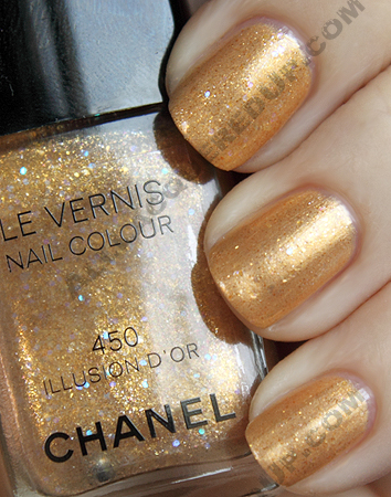 chanel illusion d'or layered over gold lamé swatch from the noir et or paris-shanghai collection