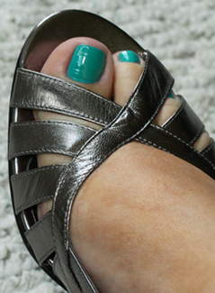china-glaze-flyin-high-silver-heel