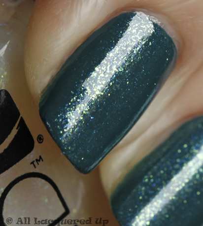 cnd-urban-oasis-teal-sparkle-swatch-close-up