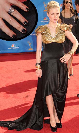 anna paquin emmy awards black nail polish Anna Paquins Mysterious Black Nails at the 62nd Annual Emmy Awards