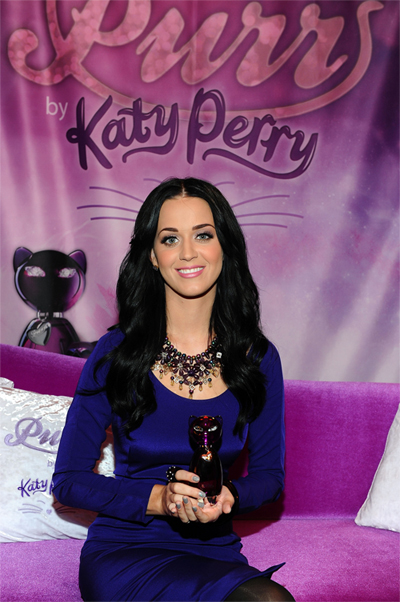 katy perry purr fragrance silver glittery gray nail Katy Perrys Latest Nail Art Creations   Candyland and Glitzy Gray