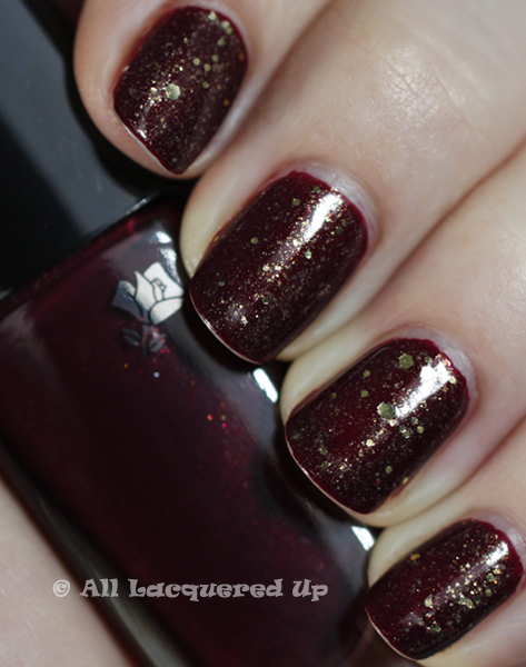 lancome les rouge lwren holiday 2010 A Manicure So Tough, Not Even NYC Can Wear It Down