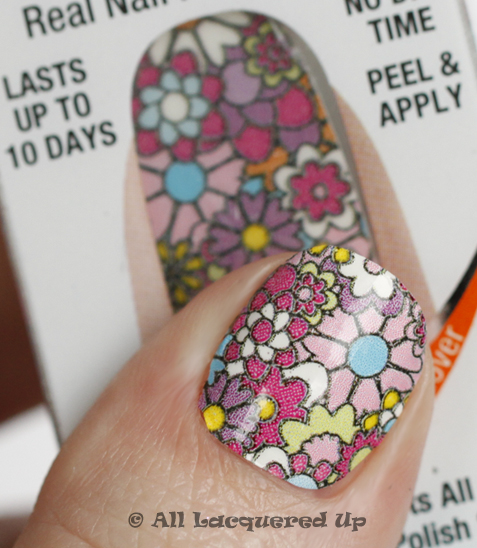 sally hansen salon effects girl flower Sally Hansen Salon Effects Nail Polish Strips Review