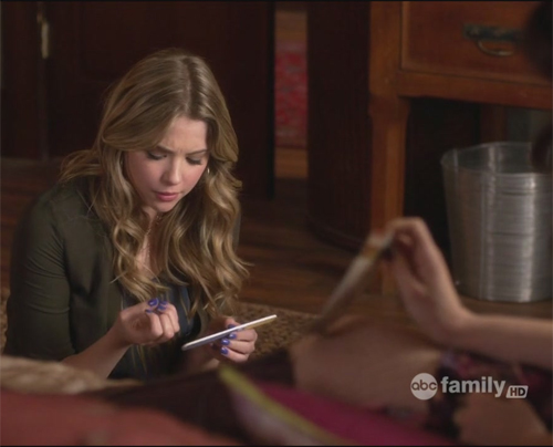 pretty little liars hanna blue nails