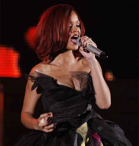 rihanna grammy performance nail polish color Celebrity Manicurist Kimmie Kyees Nails Rihanna & Katy Perry at The Grammys