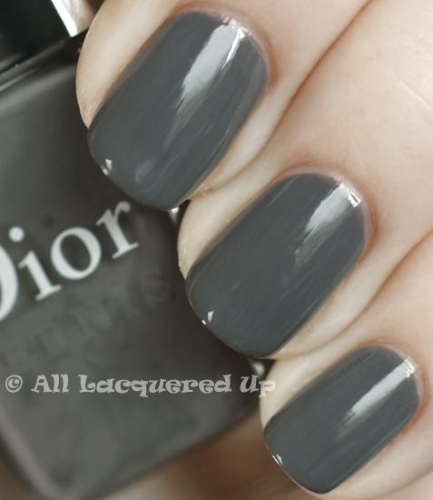 dior-gris-montaigne-swatch-nail-polish-vernis-365-untrieds