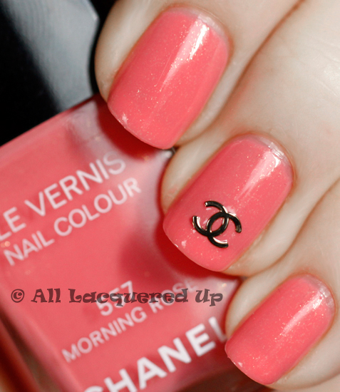 chanel morning rose swatch le vernis nail polish logo symbol 1 ALUs 365 of Untrieds   Chanel Morning Rose
