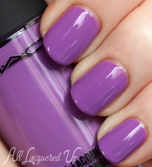 MAC Heroine nail lacquer swatch