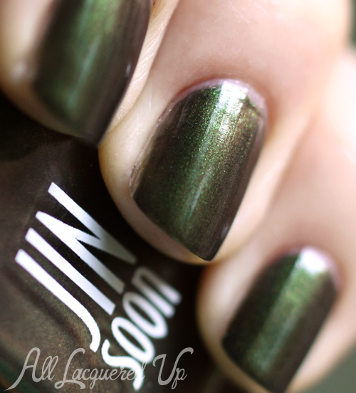 JINsoon Epidote duochrome nail polish