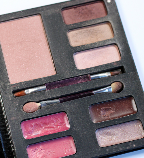 too-faced-man-eater-palette-inside