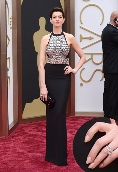 Anne Hathaway Oscars 2014 nails