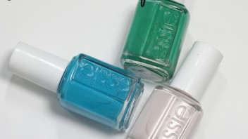 #ManiMonday – Gradient Striped Nail Art with Essie Summer 2014